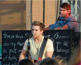 Hunter Hayes - Hayes performing in 2013