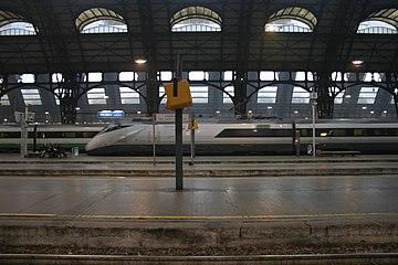IMG 3042 Entrata treno Stazione centrale Milano - Foto Giovanni Dall'Orto 1-1-2007.jpg