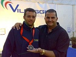 Il M° Paolo Tassetto con il canoista Andrea Facchin.jpg