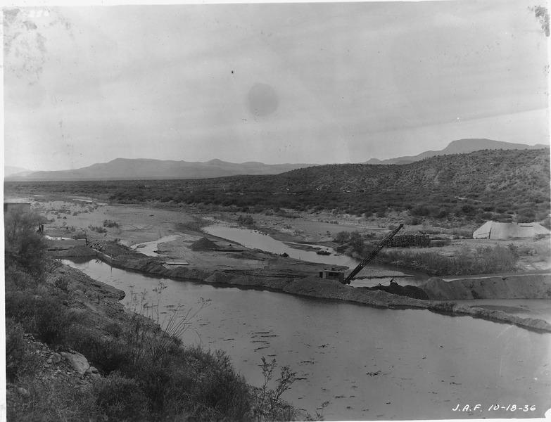 File:Intake diversion dam. Diversion of Salt River through intake tunnel flow 189 sec.-ft. - NARA - 294575.tiff