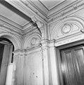 Interieur, hal met stucwerk en geschilderde spreuk boven de deur - Dordrecht - 20065014 - RCE.jpg