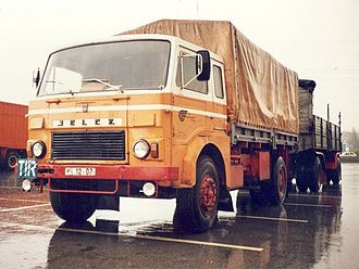 Jelcz - Image: Jelcz truck towing a trailer