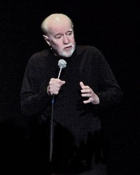 George Carlin i Trenton, New Jersey den 4 april 2008.