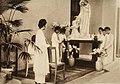 Jeunes filles à la galerie d'art, Hanoï en 1930.jpg