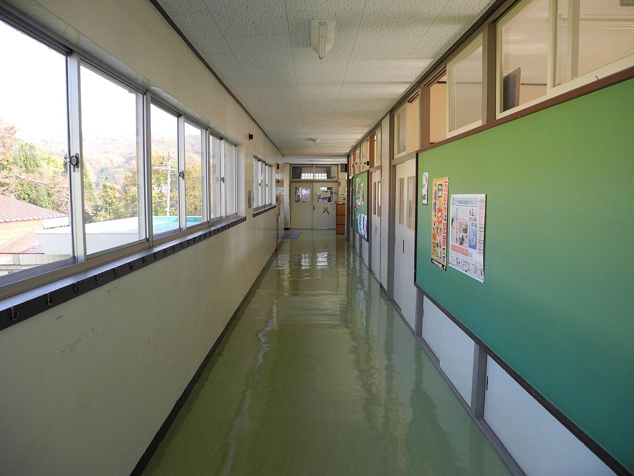 File:Jinego Elementary School 2F hallway 2.jpg - Wikimedia ...