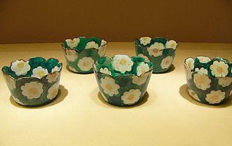 Ogata Kenzan - Image: KENZAN camellia bowls retouch