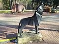 Karpacz - rzeźba wilka i niedźwiedzia.jpg