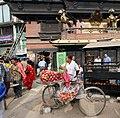 Kathmandu-Indra Chowk-Akash Bhairab-24-Apfelhaendler-2015-gje.jpg