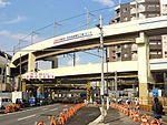 Keikyu-airport-line-Route 15-railroad crossing. 20121006.jpg
