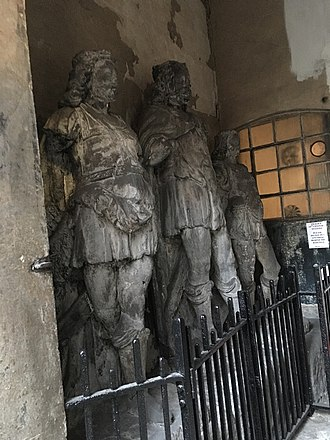 King Lud - Statues of King Lud (centre) and his sons in the porch of St Dunstan-in-the-West Church in the City of London