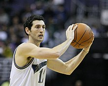 Kirk Hinrich with ball.jpg
