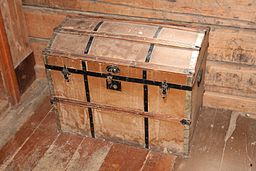 Kiste i Sjurstua på Eiktunet