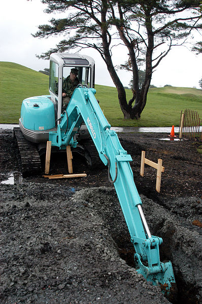 File:Kobelco compact excavator.jpg