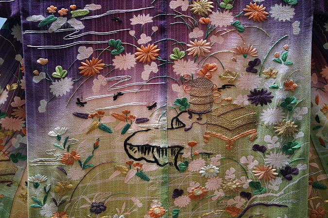Kosode (garment with small wrist openings), view 3, Edo period, 19th century, stream, flowing plant, house and insect cage design on purple and light green tussah silk crepe ground - Tokyo National Museum - DSC06002.JPG