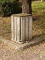 La Cour-Marigny-FR-45-poubelle-01.jpg