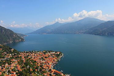 La località di Menaggio e l'alto lago