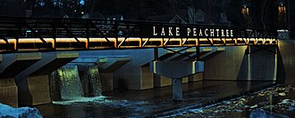 Peachtree City, Georgia - Image: Lake Peachtree Bridge