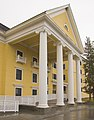 Lake Yellowstone Hotel portico.JPG