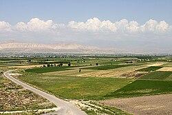 Landscpe near Khor-Virap Monastery.jpg