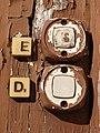 Left or right (1285683682).jpg