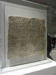 Français: Fragment de décor du palais du roi assyrien Assurbanipal: convoi de déportés