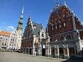 Lettland - Riga - House of Blackheads and St. Peter's Church – Melngalvju nams un Pētera baznīca - panoramio.jpg