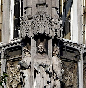 Jean d'Outremeuse - 19th-century statue of Jean d'Outremeuse (centre) at the Palais Provincial in Liège