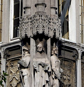 Jean Le Bel - Statue of Jean le Bel (right) at the façade of the provincial palace in Liège