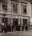 Litovel-záložna-rozbitá okna-1901-cut.jpg