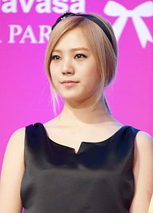 Lizzy at Samantha Thavasa event 2012 (2).jpg