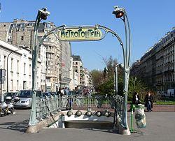 Métro Rome Guimard.jpg
