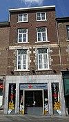 foto van Huis met lijstgevel. Eerste verdieping in de trant der zgn. Maaslandse renaissance.