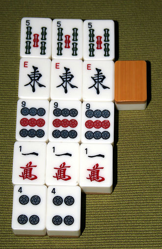 https://upload.wikimedia.org/wikipedia/commons/thumb/2/2e/Mahjong_with_concealed_kong.jpg/330px-Mahjong_with_concealed_kong.jpg