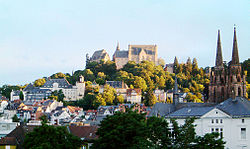 View o Marburg, dominatit bi the castle an St. Elizabeth's Kirk