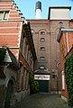 Mecheleni beginaudvar épülete és a Het Anker sörfőzde hátsó bejárata.jpg
