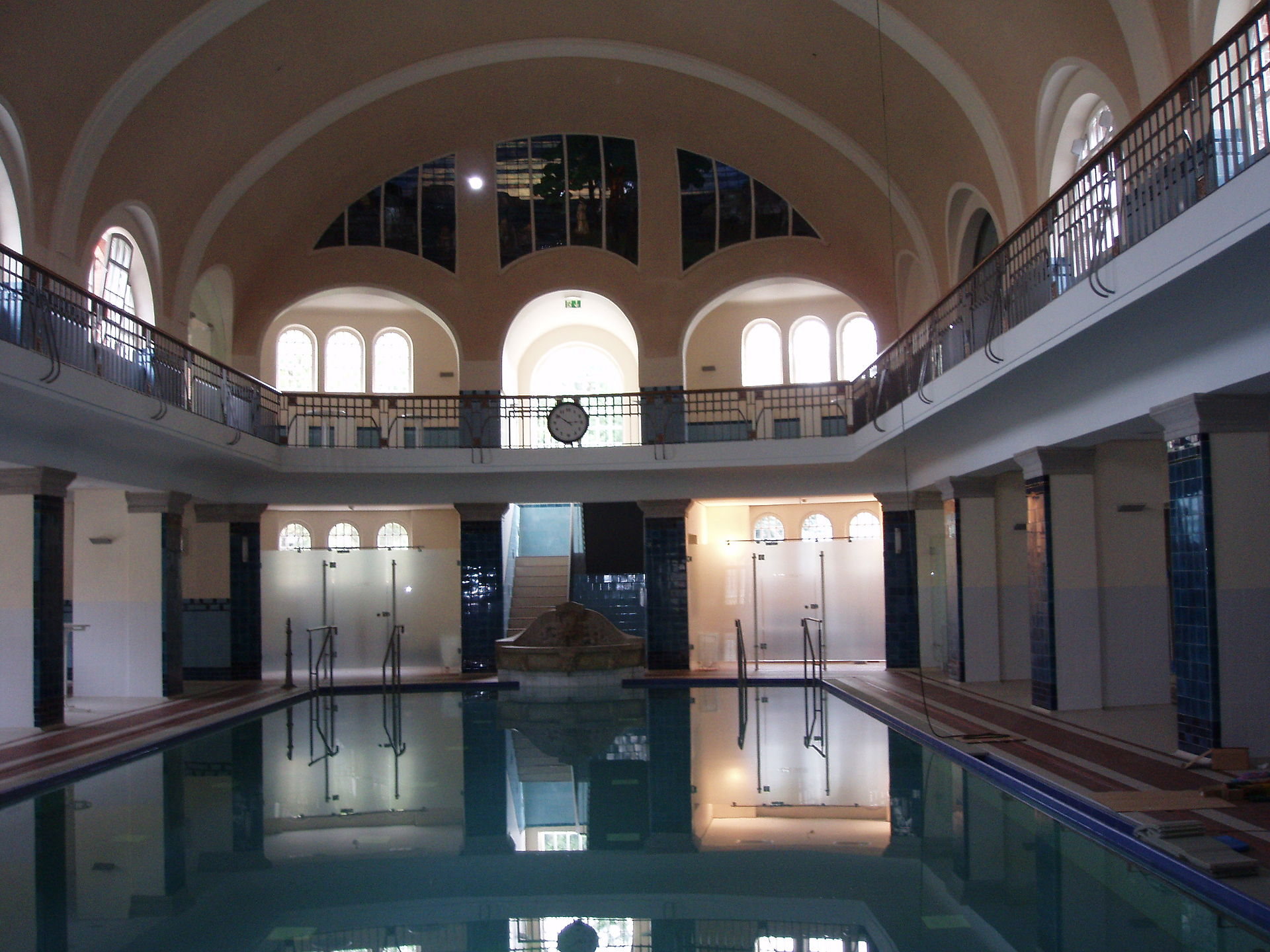 Merkelsches Schwimmbad - Wikipedia