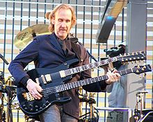 Mike Rutherford na koncertu 2007.