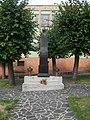Modrý Kameň - Pomník.jpg