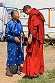 Mongołka i mnich buddyjski w klasztorze Erdene Dzuu.jpg