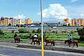 Mongołowie w drodze na stadion podczas święta Naadam w Ułan Bator 01.JPG
