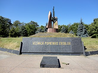 Nisporeni - Image: Monument dedicated to the second world war