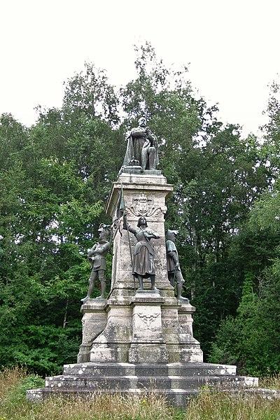 Le monument du comte de Chambord élevé en 1892 à Sainte-Anne-d'Auray.