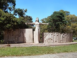 Parque Batlle - Monumento a la Maestra, Parque Batlle.