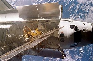 STS-89 - Endeavour docked to Mir