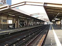 Nagoya-subway-H20-Kamiyashiro-station-platform-20100317.jpg