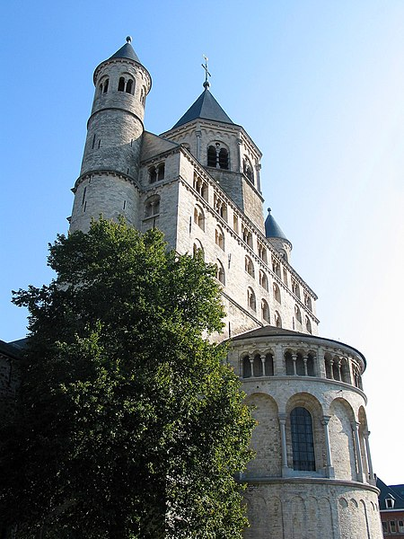 Nivelles   (Belgium),  the St. Gertrude Collegiate (XI/XIIIth century) and her restored fore-part (XXth century).