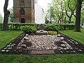 Oosterhesselen monument NH kerk 1.JPG