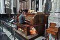 Organist (28144272320).jpg