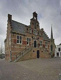 Overzicht voorgevel, bordes met dubbele trap - Oud-Beijerland - 20377393 - RCE.jpg