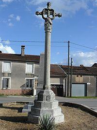 PA00107293.Croix de chemin dans le village de Sandaucourt.jpg